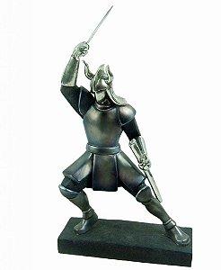 Estatueta Decorativa de Resina Guerreiro com Espada (1750)