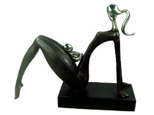 Estatueta de Resina Mãe com Filho Sentada (147)