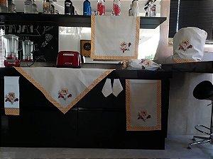 Jogo de cozinha 8 peças – cor areia - bordado: geleia de morango
