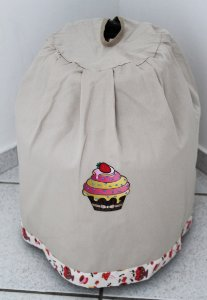 Capa de botijão Bordada - Cor: Areia - Bordado: Cupcake