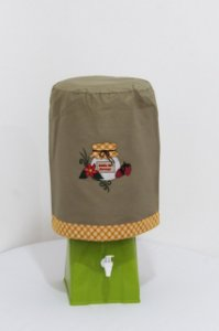 Capa de Galão de Água 20 litros - Cor: Caqui - bordado: Pote Geleia