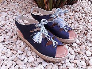 Sandália azul marinho com cadarço e solado duplo