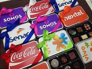 Lata Personalizada adesivo 04 cores + 6 Bombons  personalizados 01 cor