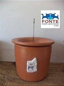 Fonte em Cerâmica Gato Branco Laço Azul com Filtro