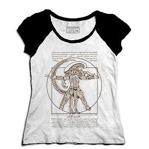 Camiseta Feminina Raglan Alien vs Predador - Loja Nerd e Geek