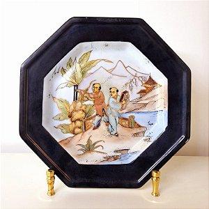 Prato de porcelana de pintado a mão Oriental filetado a ouro