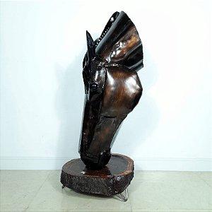 Escultura Cavalo Bebendo Água em Metal Trabalhado