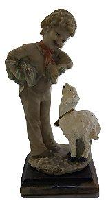 Escultura Estátua De Resina Menino Com Ovelha