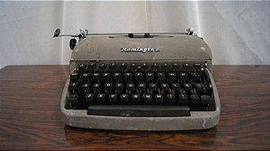 Antiga Máquina De Escrever Ramington Pequena