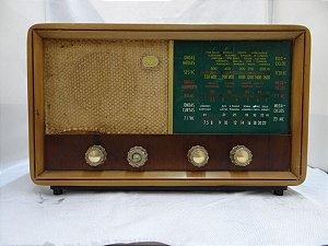 Antigo Rádio Vencedor Em Madeira