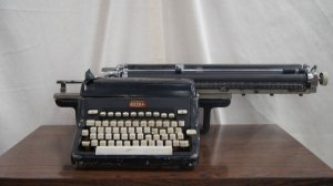 Antiga Maquina De Escrever Royal