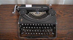 Antiga Maquina De Escrever Oliver