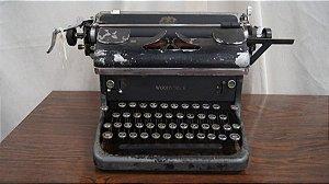 Antiga Máquina De Escrever Woodstock