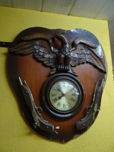 Antigo Relógio Quartz Águia E Arma Cerejeira