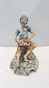 Escultura Capodimonte Italiana Homem Com Peixes