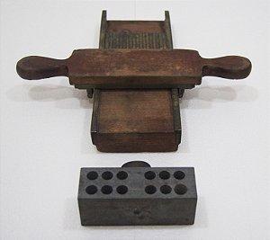 Máquina Antiga De Marcação De Comprimidos