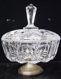 Potiche de Cristal Lapidado Com Base Banho De Prata