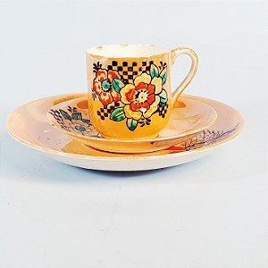 Conjunto de Xícara e Pires em Porcelana KN Floral