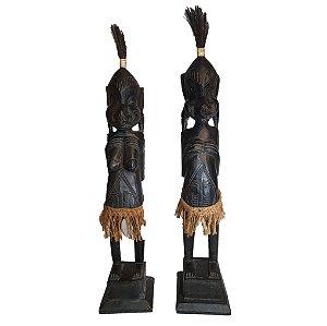 Escultura Africana Entalhada em Madeira