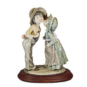 Escultura Em Resina Menino e Menina 26cm