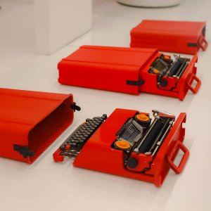 Maquina De Escrever Olivetti Valentine Vermelha