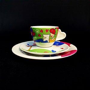 Xícara com Pires e Prato em Porcelana Schmidt Decorado