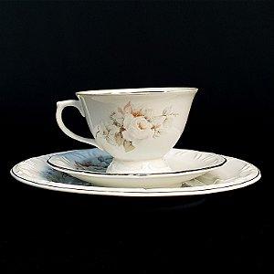Xícara com Pires e Prato em Porcelana Schmidt Floral