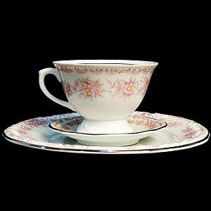 Xícara com Pires e Prato em Porcelana Schmidt Filetado