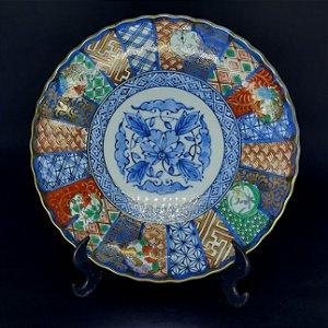 Prato Decorativo Chinês em Porcelana Filetado em Ouro