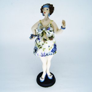 Escultura em Resina c/ Roupagem em Tecido Floral