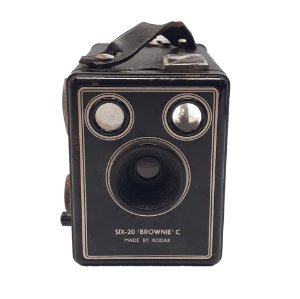 Antiga Câmera 'Six-20 Brownie C'