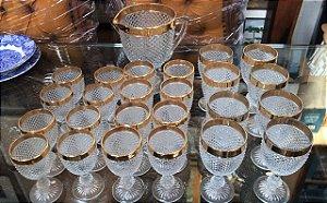 Jogo de Cristal C/Jarra+24Taças Bico de Jaca Filetado á Ouro