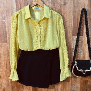 Camisa Chiffon com Guipir Bruna Amarela