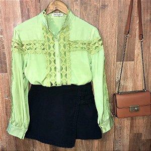 Camisa com Detalhes em Guipir Ligia Verde Claro