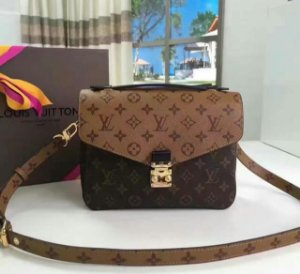 Bolsa Louis Vuitton Pochette Metis Reverse