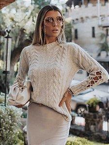 Blusa de tricot com manga trançada