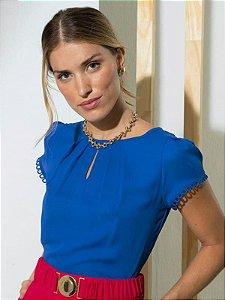 Blusa social feminina de crepe com detalhe gota e renda