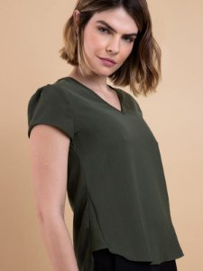 Blusa de crepe decote V detalhe lateral