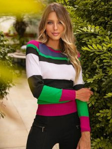 Blusa de tricot com listras horizontais coloridas