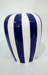 515 - Vaso G listrado de branco e azul e tampa branca H= 29 cm, L= 24,5 cm, C= 31 cm
