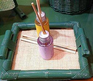 Bandeja P em bambu com palha 15x11 cm