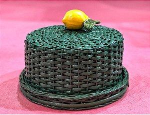Porta queijo verde em vime com limão siciliano.  D=28 x H=14cm