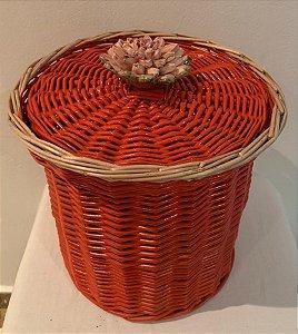 144 - Lixeira coral e bordas na or natural flor rosê  H=19 cm, D=14 cm