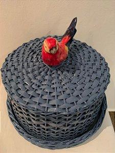 Porta queijo ou boleira azul cinza m vime e pássaro vermelho h=16 D= 28 cm