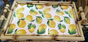 Bandeja em bambu natural com fundo em limão sisiliano