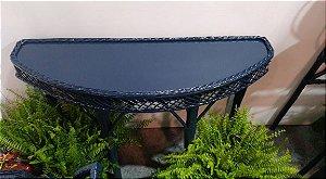 Aparador oval em vime azul marinho