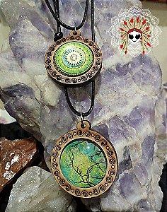 Cola medalha de madeira e vidro. Modelos geometria sagrada e símbolos sagrados