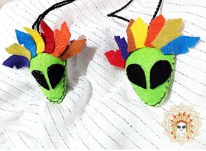 Bonecos TRIBO DA LUZ para usar no carro, como chaveiro ou como colar.