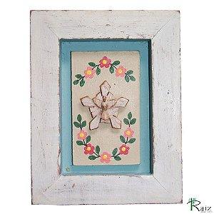 Quadro Divino Espírito Santo com Flores Rústico Encerado Pátina Branca Fundo Azul Claro (20x15x2)cm