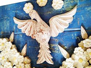 Quadro Divino Espírito Santo Pátina Fundo Azul e Flores Trabalhadas (40x30cm)